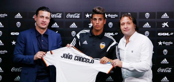 """Joao Cancelo: """"Estar a un club com el València es tota una oportunitat"""""""