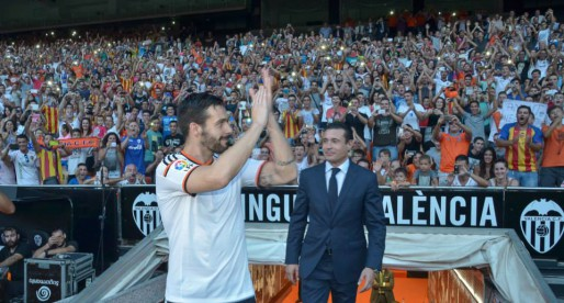 """Negredo presentat davant 14.000 valencianistes: """"Anem a portar al VCF on es mereix estar"""""""