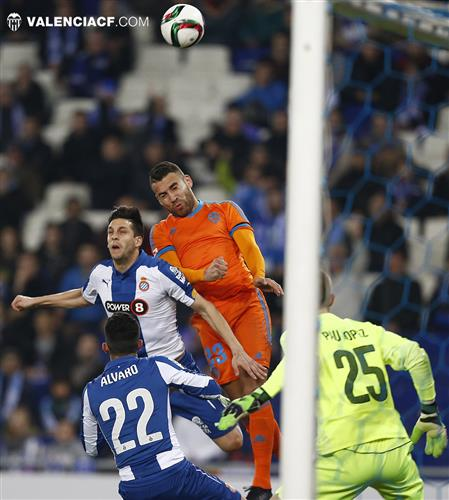 El València menysprea la Copa (2-0)