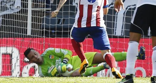 Diego Alves els para per la dreta