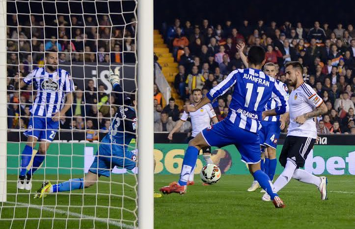 CRÒNICA VCF 2-0 Depor: Paco Alcácer fa tremolar Mestalla