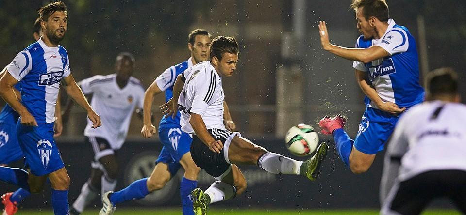 CRÒNICA VCF Mestalla 1- 2 Alcoyano: Nova derrota amb polèmica arbitral