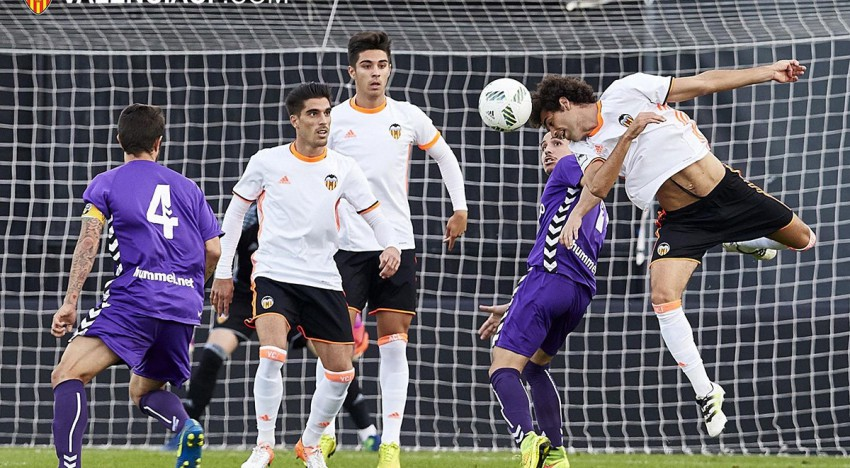 El temps d'afegit i l'àrbitre condemnen al Mestalla (2-2)