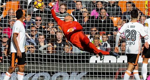 El futur de Diego Alves lluny de València