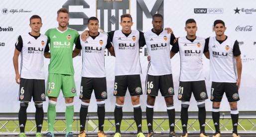 Els nous fitxatges del València CF es presenten a Mestalla davant l'afició