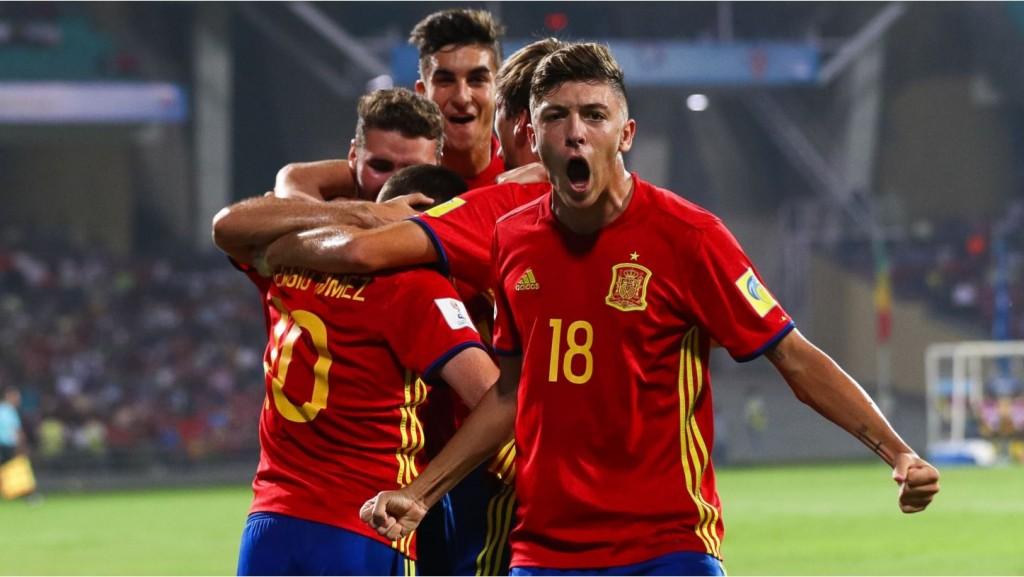 Moment del partit celebrant un gol davant Mali
