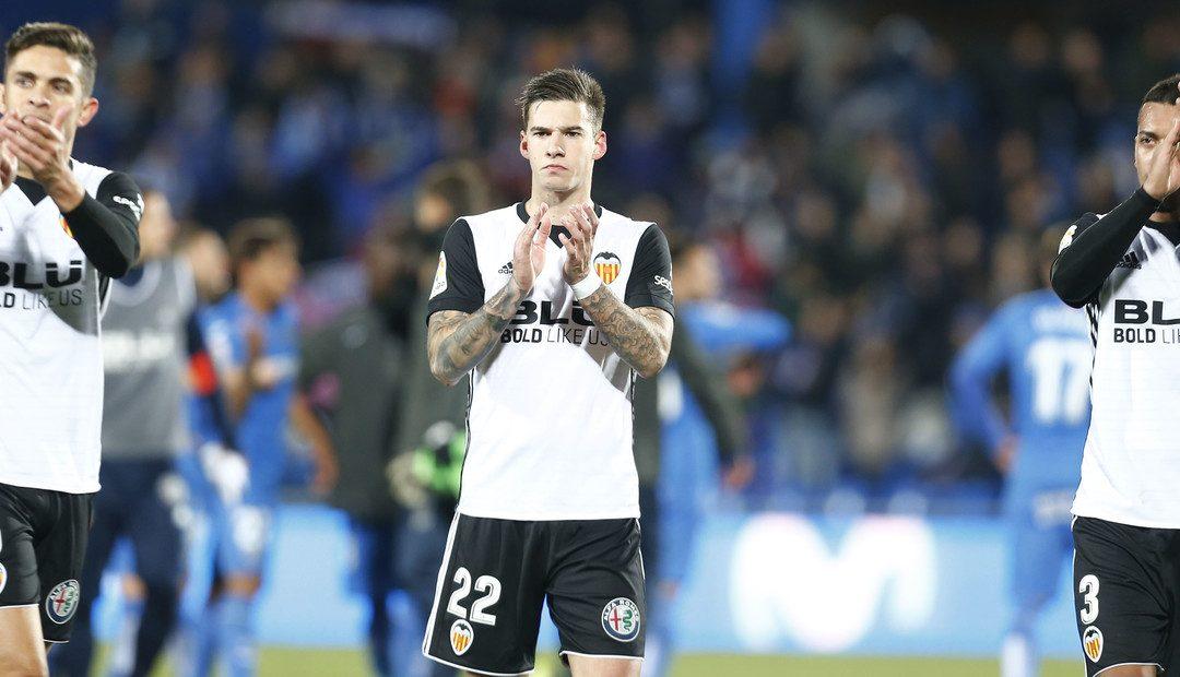 El València perd l'oportunitat d'apropar-se al Barça (1-0)