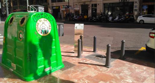 Tapen el Km 0 del València CF amb un contenidor de vidre