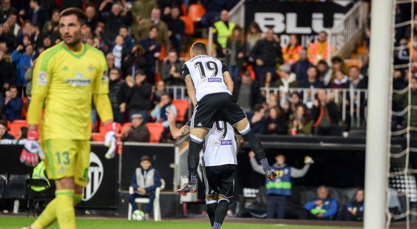 El València torna a brillar abans de la final del Pizjuán (2-0)