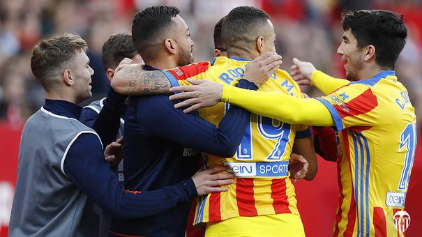 Rodrigo marca el seu primer doblet a la Lliga
