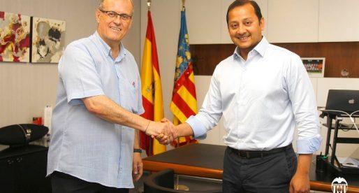 Primera pressa de contacte entre Murthy i el nou president de l'Agrupació