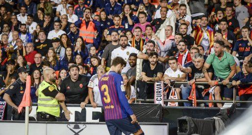 La Lliga denuncia càntics contra Piqué en Mestalla