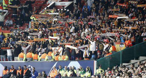Prop de 700 seguidors del Valencia CF li van donar calor i so al mític Old Trafford