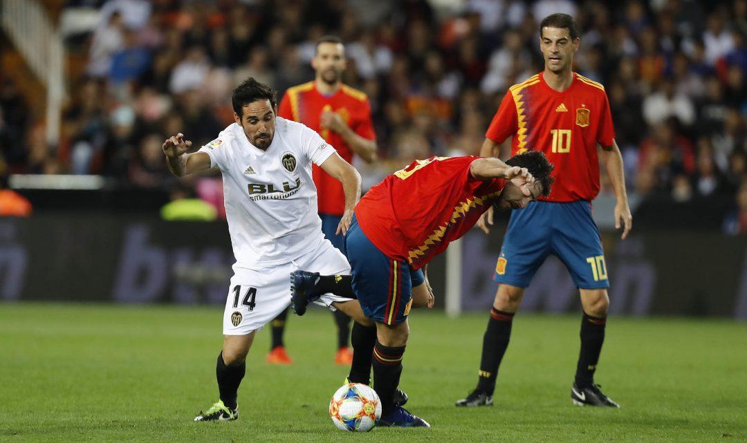 Les llegendes del Valencia CF fan disfrutar al públic de Mestalla