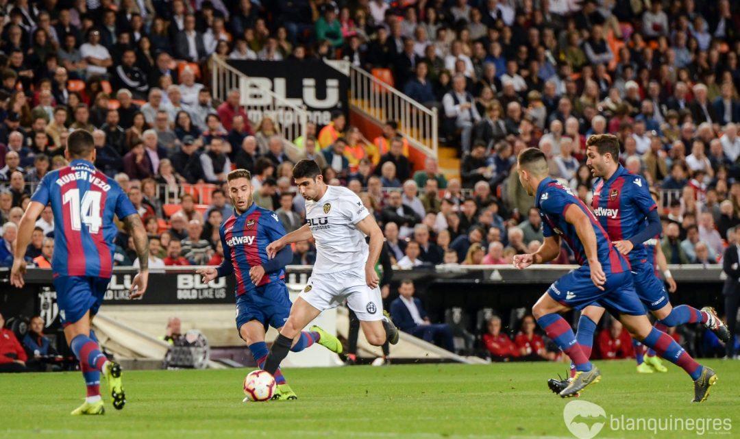 CRÒNICA: Els 3 punts del derbi es queden a casa i el València CF torna a mirar cap amunt (3-1)