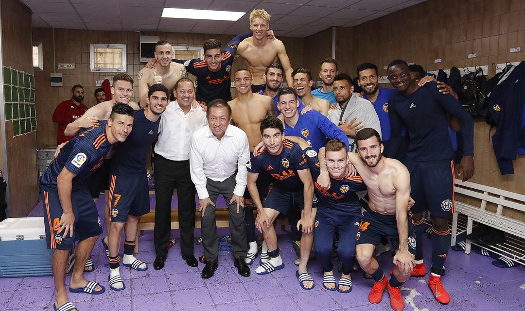 Peter Lim es va unir a la gran festa en el vestuari valencianista
