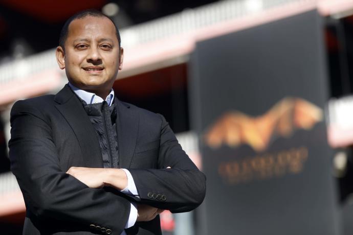 Murthy vola cap a Singapur per a reunir-se amb el màxim accionista