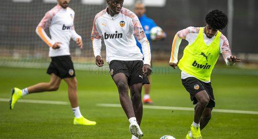 Guedes i Rodrigo segueixen sense entrenar i perillen per al Lille