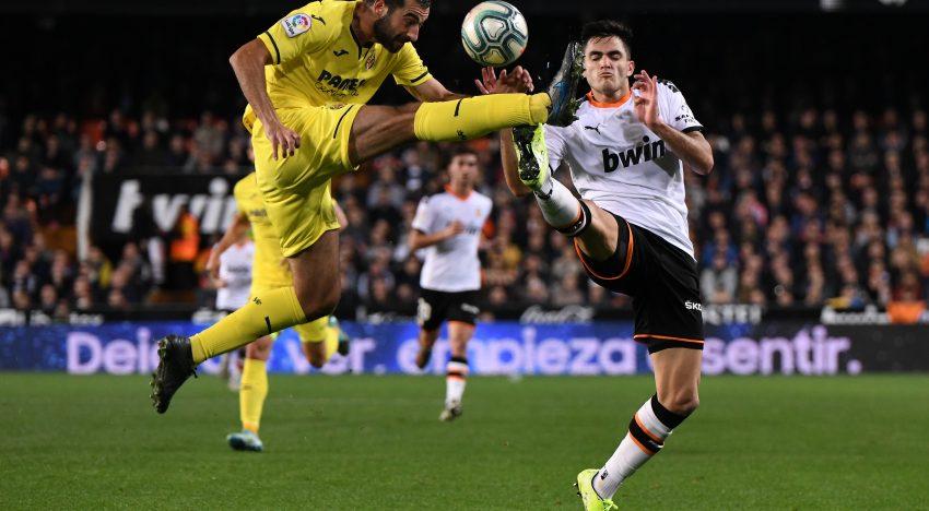 El València s'imposa al derbi i s'enganxa a la lliga