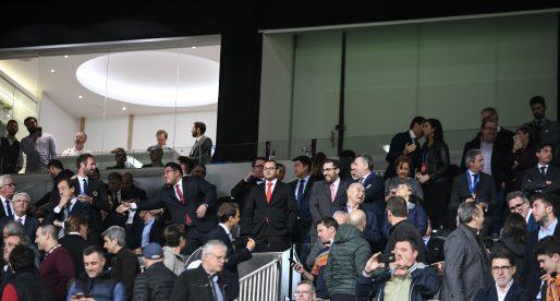El València firma el contracte de la Supercopa amb condició legal