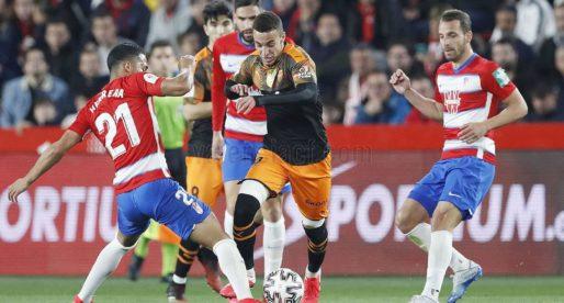 El València cau en un partit boig amb polèmic final