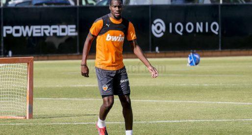 Kondogbia continua entrenant al marge del grup