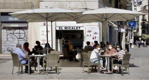 La Generalitat restringix a un terç l'aforament de locals i limita terrasses al 50%