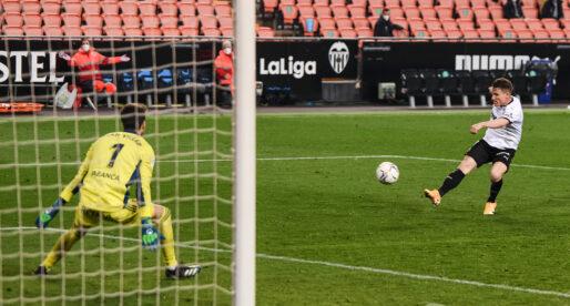 Gameiro podria renovar de forma automàtica amb el València CF per una clàusula de partits disputats