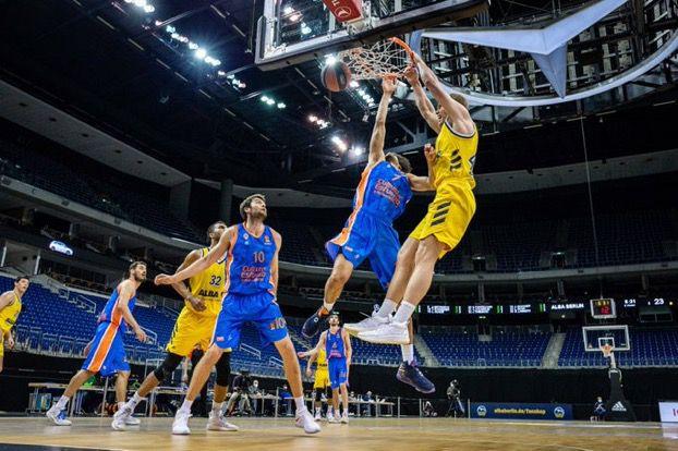 València Bàsquet remunta a Berlín i continua amb opcions