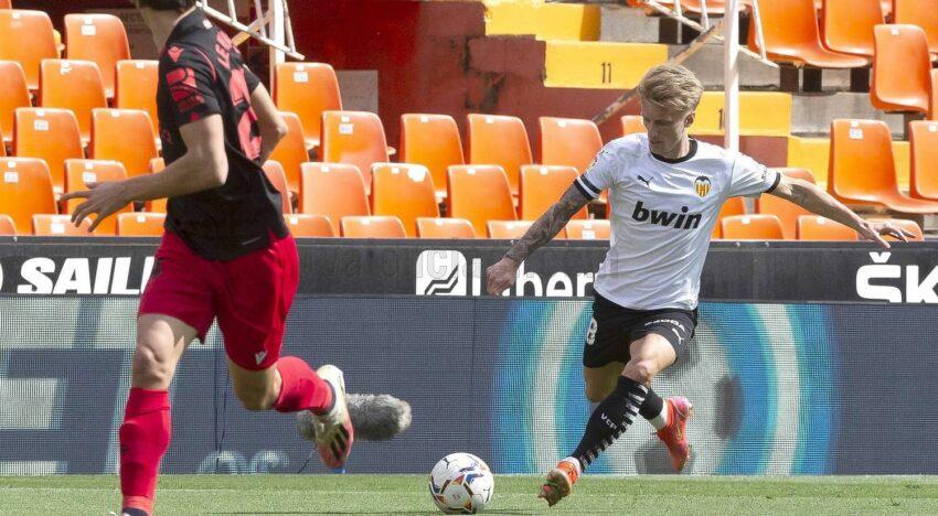 El València es refà i suma un punt davant la Reial Societat