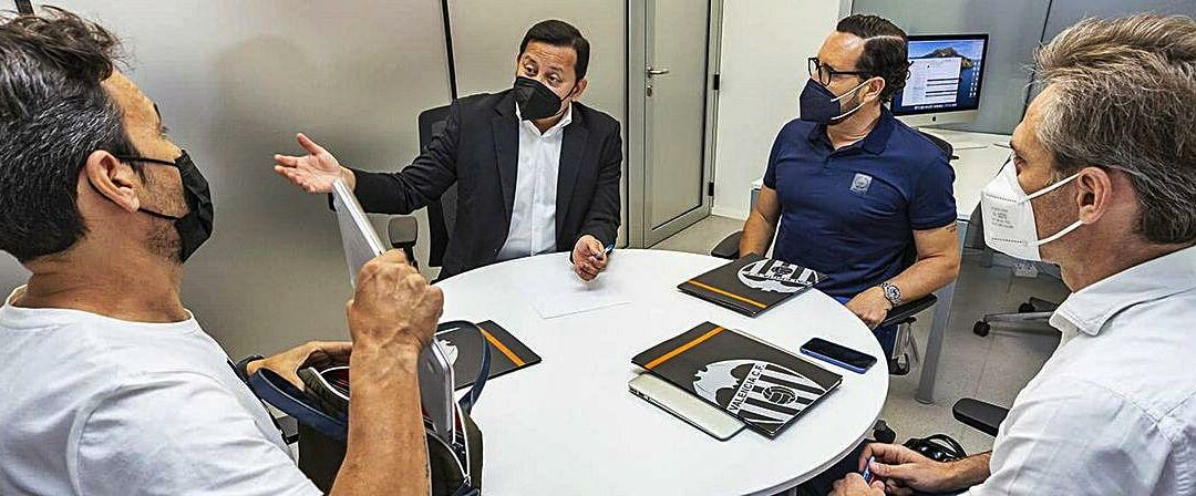El València desitja fitxar, com a mínim, un migcampista i un davanter