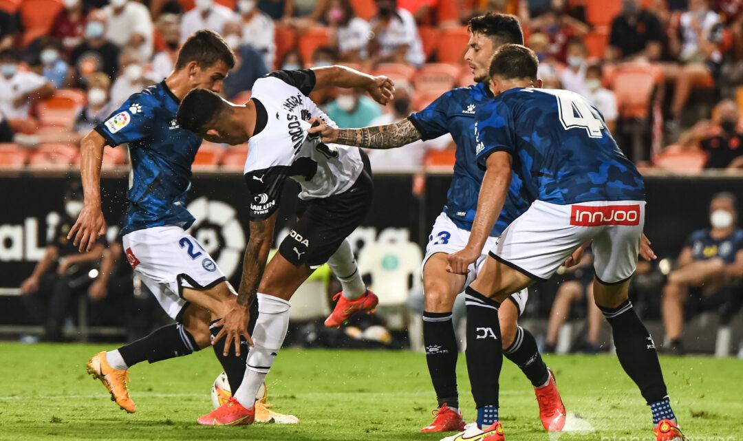 El València és l'equip de la competició que més faltes fa per partit