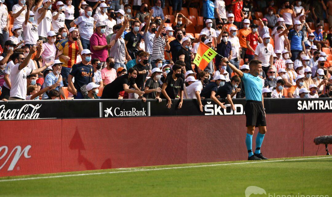 Els aficionats del València comencen a rebre l'abonament