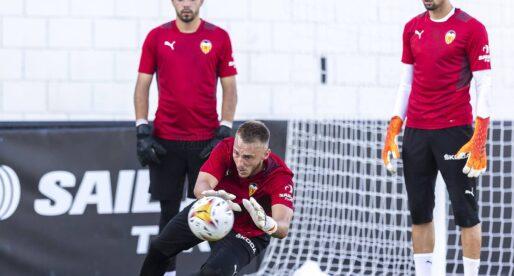 Quin creus que hauria de ser el porter titular del València?