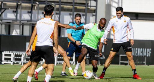 El València treballa amb la mirada posada en el dissabte